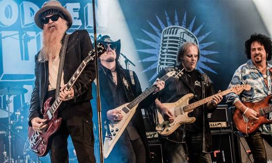 Billy Gibbons z ZZ Top (z lewej) zagra z Supersonic Blues Machine podczas XI Suwałki Blues Festival 2018 by Scott Rosenbaum